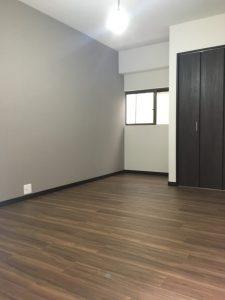 洋室の写真です。ワンルームの賃貸だったスペースを寝室に改修しました。