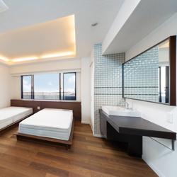 ホテルのスィートルームのような寝室